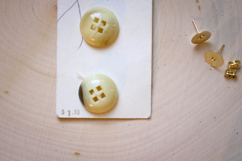 DIY 10 minute button earrings l Our Sweet Somewhere