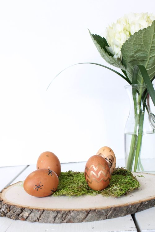 Naturally dye eggs for Easter l by Our Sweet Somewhere