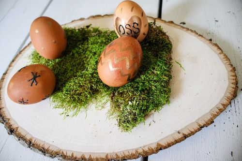 Naturally dye eggs for Easter l Our Sweet Somewhere